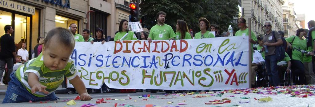 Pancarta con la leyenda 'Dignidad en la asistencia personal'