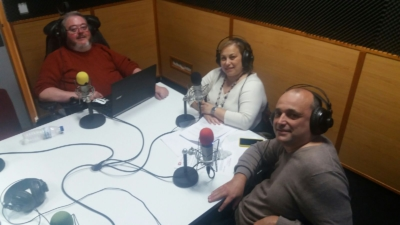 Julio, Katja e Ismael en el estudio de Radio Godella